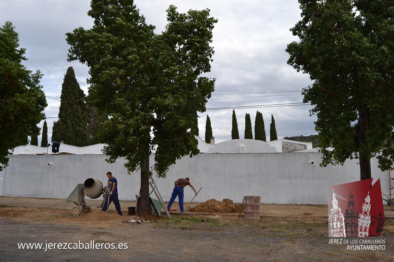 El Ayuntamiento refuerza  su actuación en el cementerio municipal para la mejora de estas instalaciones