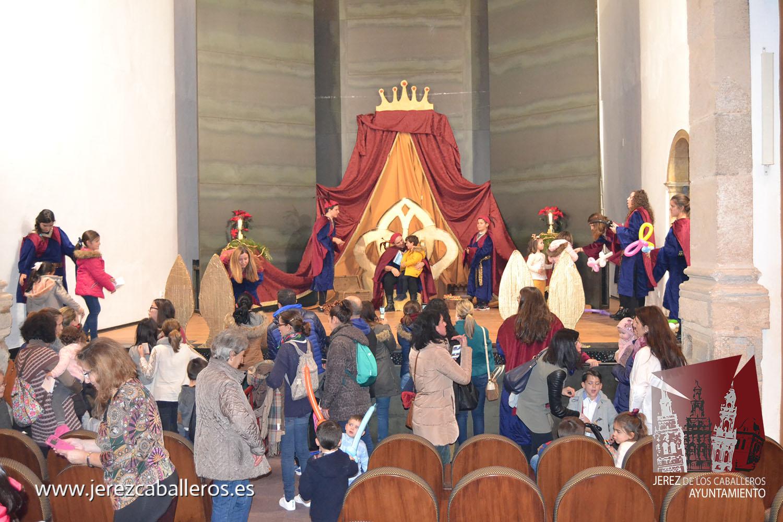 Niños y niñas entregaron ilusionados sus cartas al enviado especial de los Reyes Magos