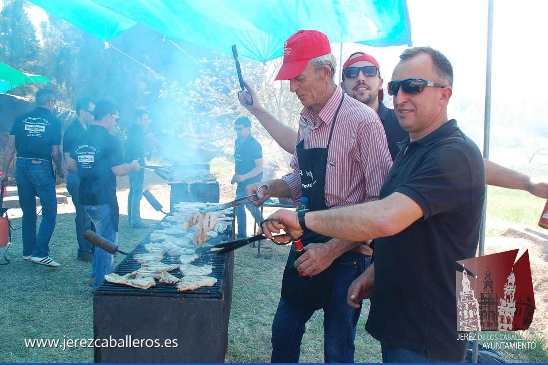 El buen tiempo y el ambiente de fiesta acompañaron la celebración de la Fiesta de la Chuleta celebrada este sábado en La Bazana