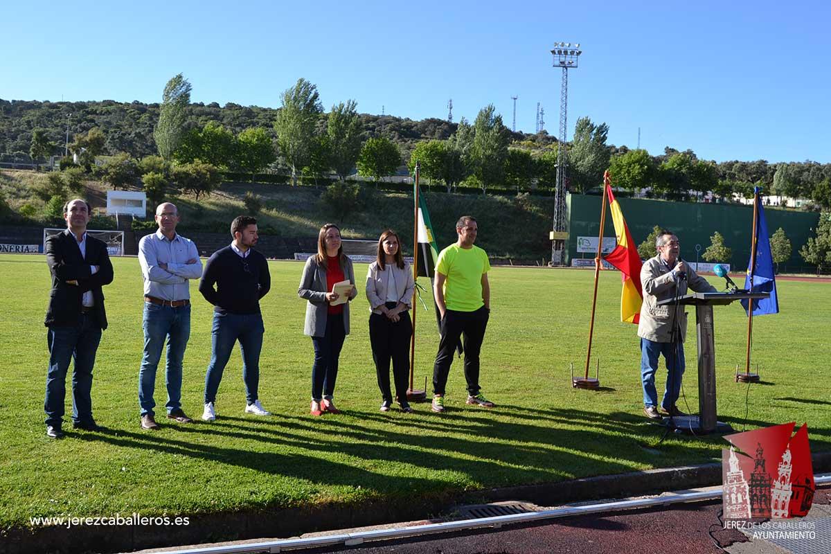 La portavoz de la Junta de Extremadura, Isabel Gil y la Alcaldesa de Jerez, Virginia Borrallo presiden la inauguración de la II Convivencia deportiva del Centro de Profesores y Recursos