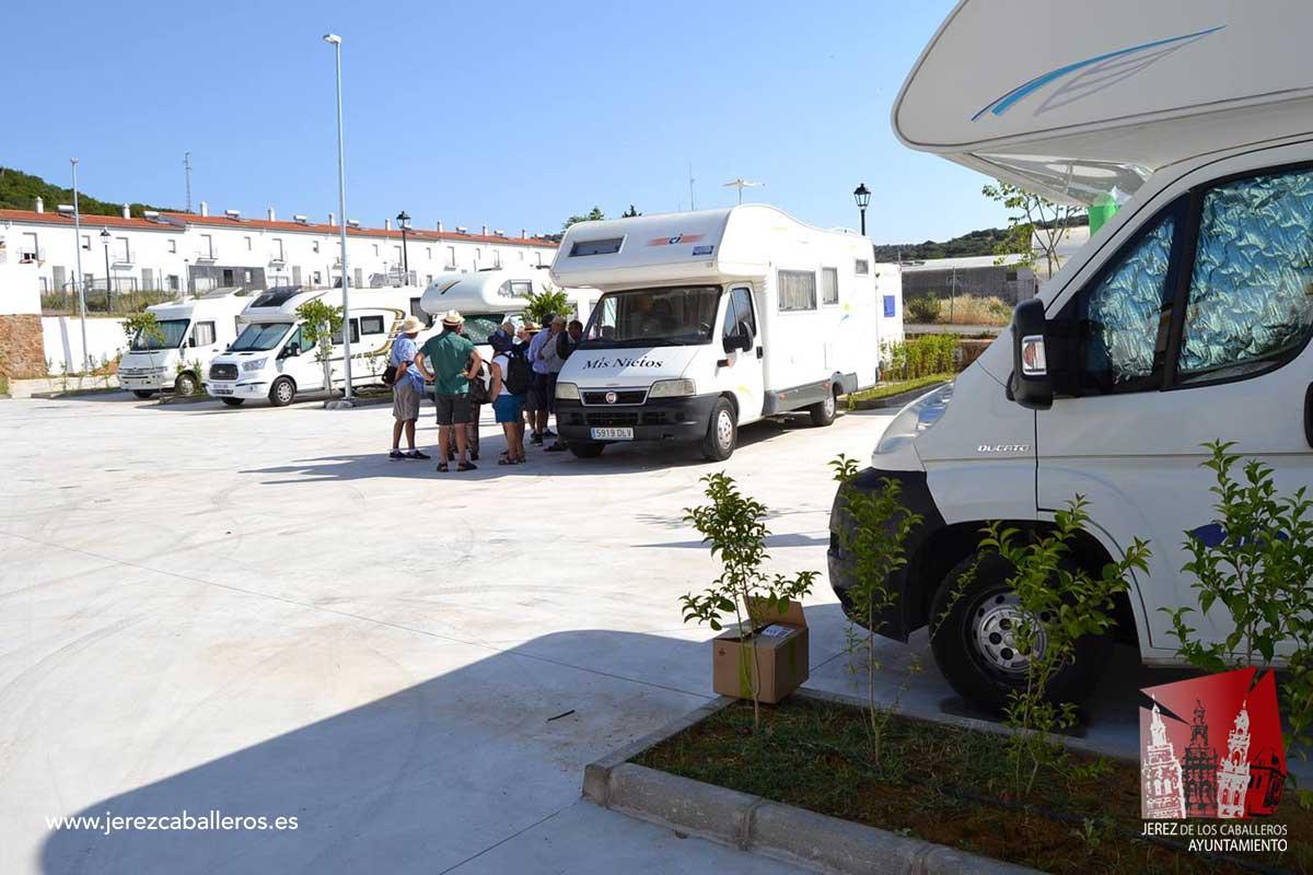 Inaugurada el área de aparcamiento y estancia de autocaravanas de Jerez de los Caballeros