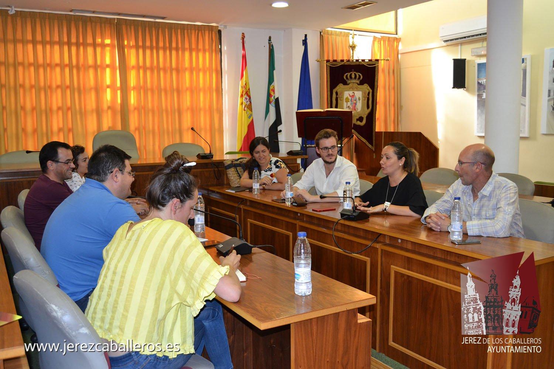 El Ayuntamiento mantiene una primera toma de contacto con profesionales de la construcción para plantear la renovación del parque de Santa Lucía