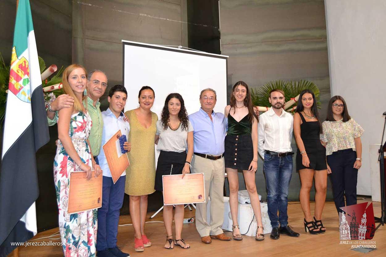 El Ayuntamiento de Jerez de los Caballeros premia el esfuerzo y constancia de los alumnos con mejores expedientes académicos