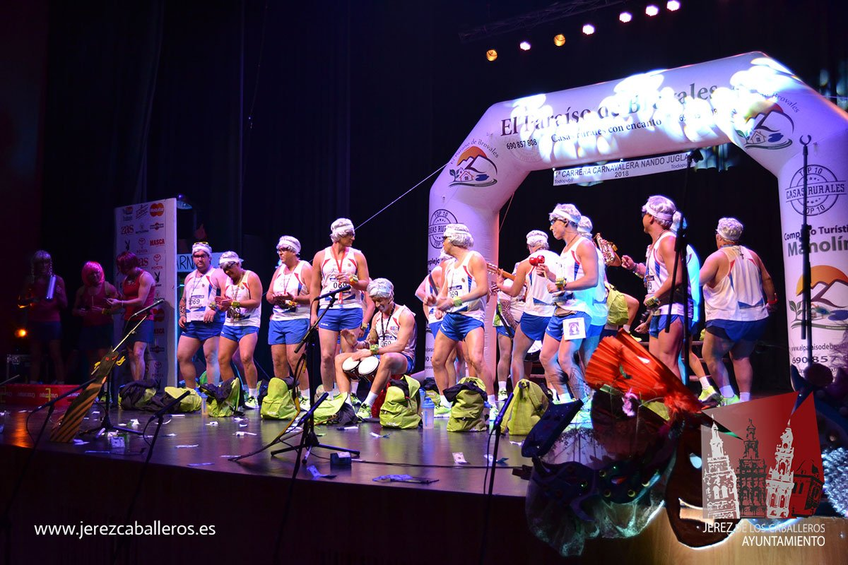 El desfile de centros educativos y las murgas animan el inicio del Carnaval en Jerez de los Caballeros
