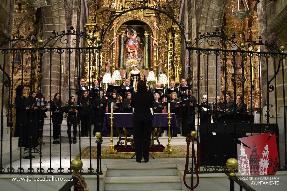 La Iglesia de San Miguel acogió este sábado un Concierto Sacro a cargo de la Coral y del Coro Infantil de la Escuela Municipal de Música