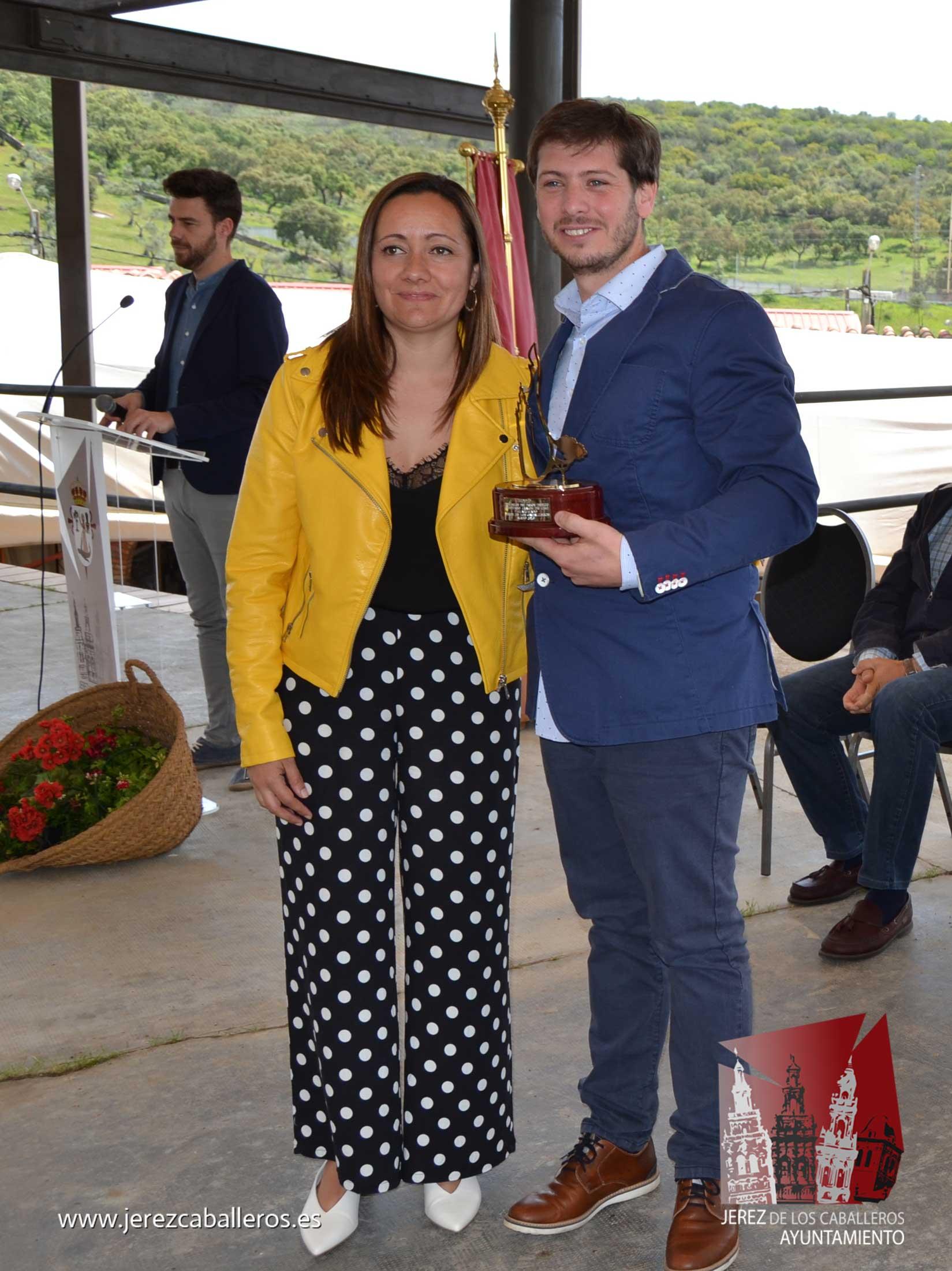 La gala de entrega de los premios de los Concursos 'Jamón de Oro' y de Cortadores, pone el broche al XXIX Salón del Jamón Ibérico en Jerez de los Caballeros