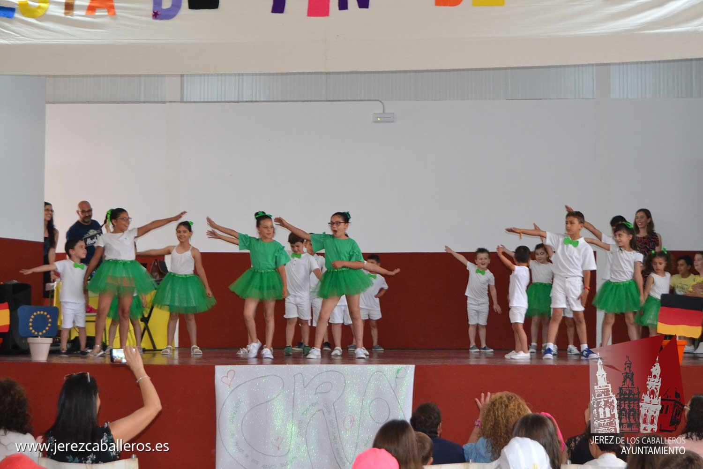 La nave multiusos La Bazana se ha inaugurado este jueves coincidiendo con la fiesta de fin de curso del Colegio Rural agrupado Nuestra Señora de la Paz.