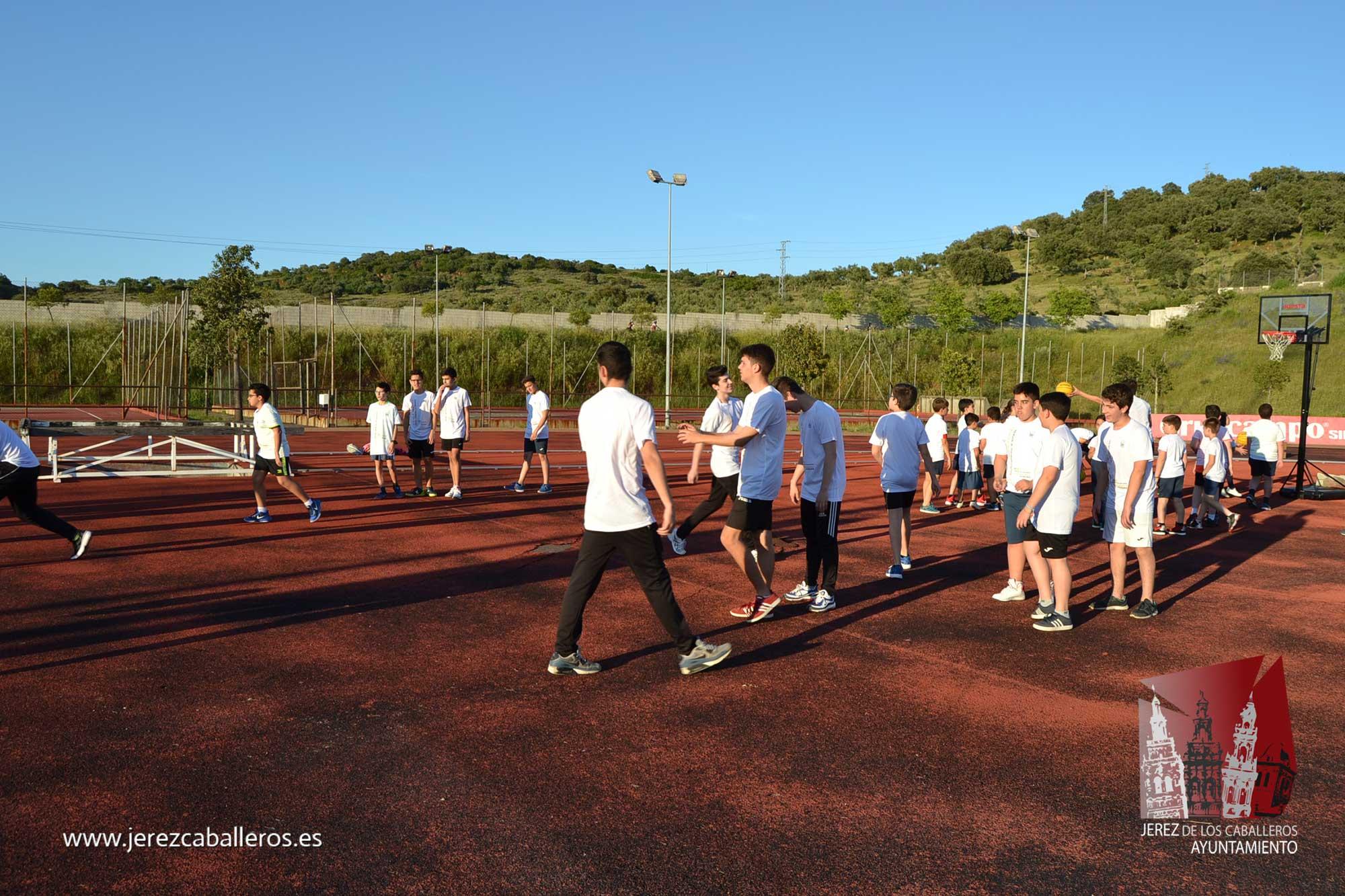 Alunmos y alumnas de la Escuela Municipal de Deportes vivieron ayer una jornada de fiesta en la clausura del curso