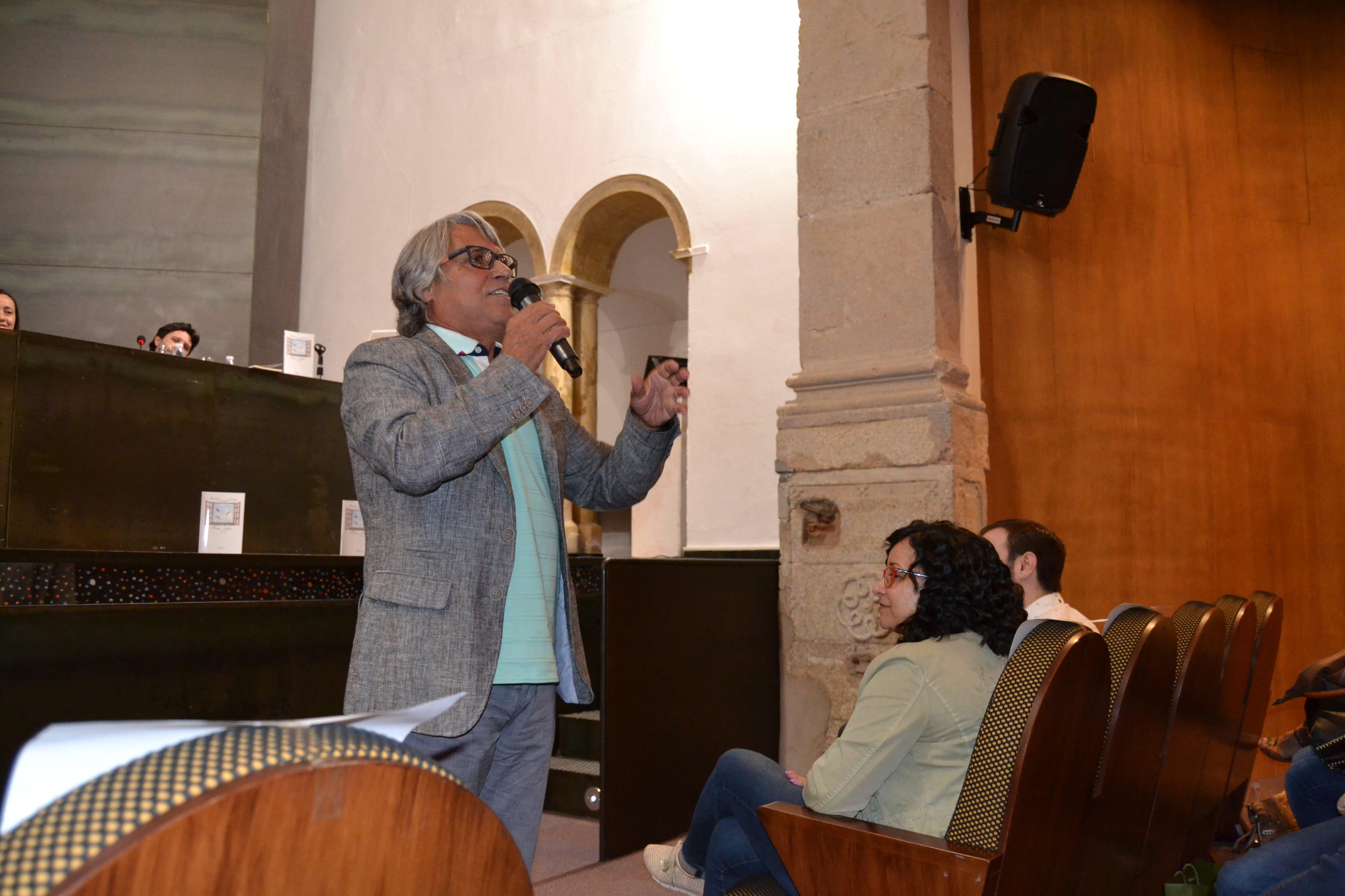 Nando Juglar presenta en Jerez de los Caballeros su libro 'Cuentos de andar por casa'
