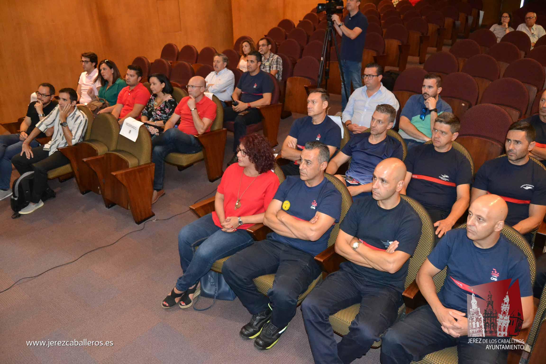 La alcaldesa destaca la mejora que supondrá para Jerez de los Caballeros el nuevo Parque de Bomberos