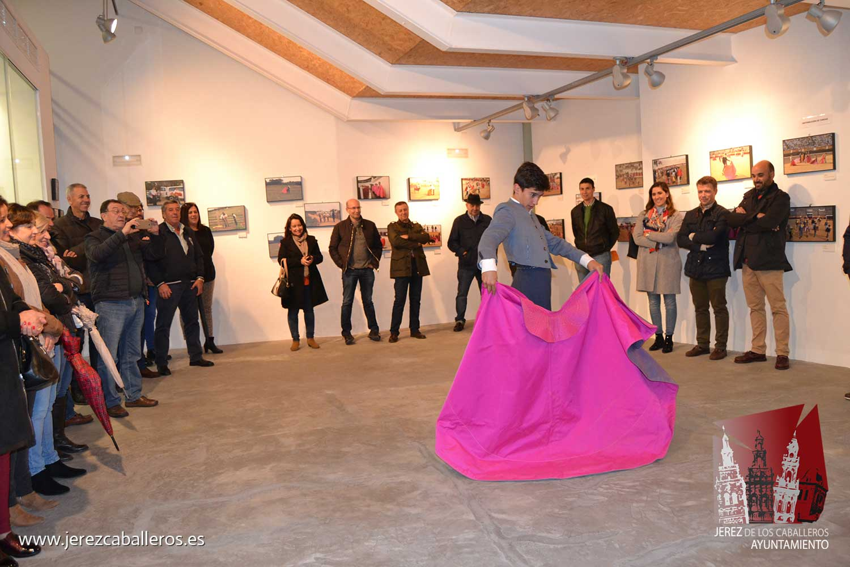 La exposición de fotografías 'Un proyecto hecho realidad' muestra el quehacer de la Escuela de Tauromaquia