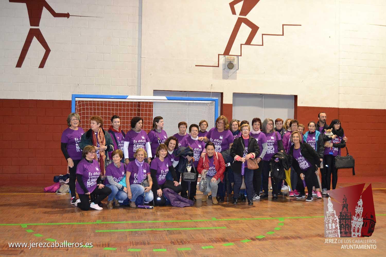 Ayer continuaron los actos organizados por el Ayuntamiento de Jerez de los Caballeros junto a colectivos y asociaciones, con motivo del 25 de noviembre, Día Internacional para la Eliminación de la Violencia de hacia las mujeres.