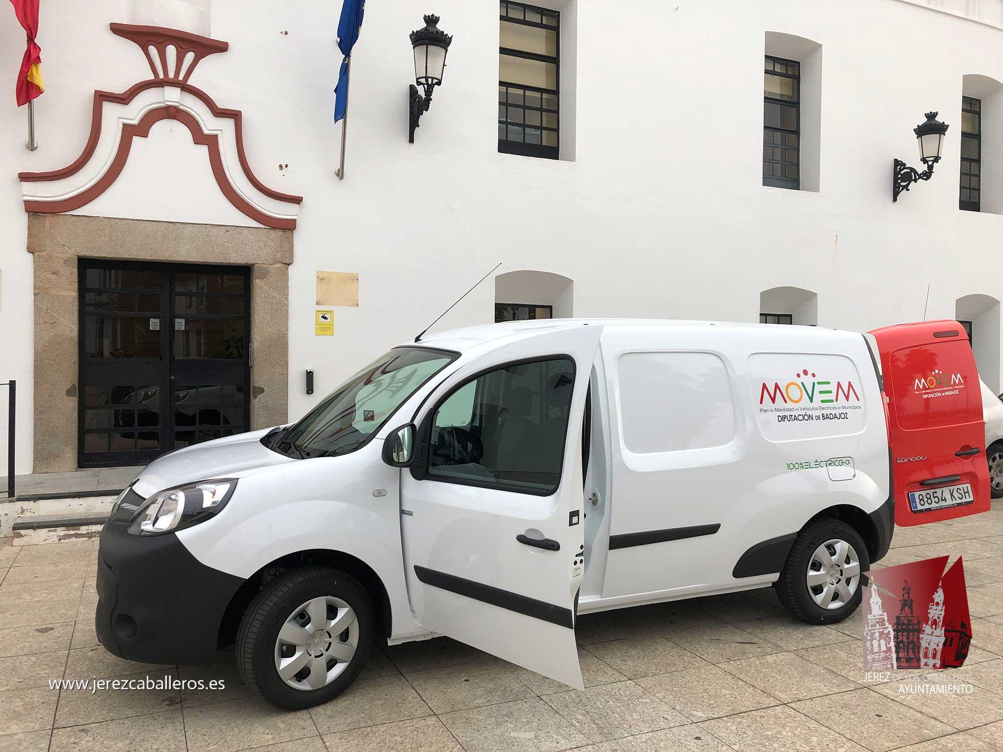 Jerez de los Caballeros recibe de la Diputación de Badajoz uno de los vehículos eléctricos del Plan MOVEM