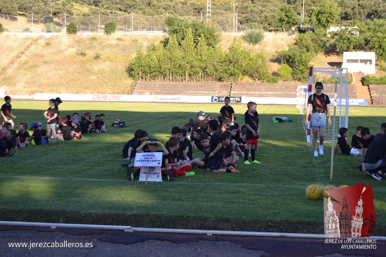 Unos 500 niños y niñas protagonizan la clausura del curso en la Escuela Municipal de Deportes