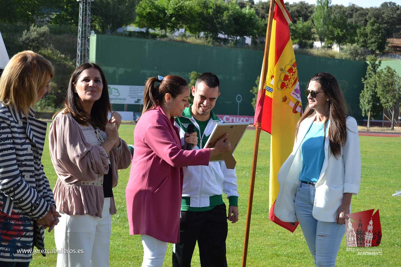 Más de 750 escolares de 15 colegios disfrutan de los valores del deporte en la IV Convivencia Deportiva de Centros de Primaria celebrada en Jerez de los Caballeros